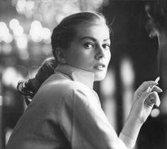 Anita Ekberg, 1950 photo by Georg Oddner Hollywood Glamour, Classic Hollywood, Old Hollywood, Anita Ekberg, Smoking Ladies, Girl Smoking, Nine Out Of Ten, Fellini Films, Women Smoking Cigarettes
