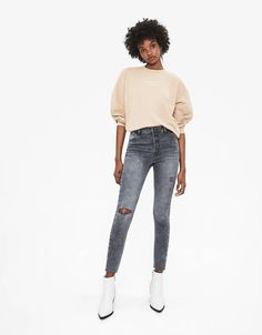 Discover this and many more items in Bershka with new products every week Fall Jeans, Women's Jeans, Wide Leg Jeans, Jean Outfits, Legs, Pants, Clothes, Fashion Ideas, Style