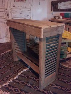 Mesa de apoyo- Mesa de arrime. Reutilizando persianas. reciclar persianas