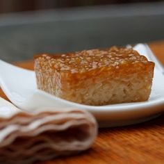 possibly my fave Filipino dessert.right up there with sapin sapin (Filipino Sweet Sticky Rice) Recipe - Biko. possibly my fave Filipino dessert.right up there with sapin sapinBiko. Rice Cake Recipes, Rice Desserts, Sticky Rice Recipes, Rice Cakes, Sweet Desserts, Sweet Recipes, Dessert Recipes, Sticky Recipe, Sticky Rice Dessert Recipe