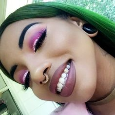 glitter on my eyes, money on my teeth | @twinklesdentaljewelry