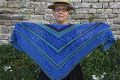 Géométrie en bleu : la fiche d'un nouveau châle au tricot