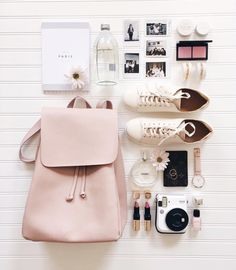 What In My Bag, What's In Your Bag, What's In My Purse, Flat Lay Photography, Flatlay Styling, Photo Instagram, Fashion Flats, Travel Style, Leather Backpack