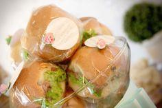 Laços e Açucar - Events Stylist - cade sanduiche vem identificado e com decoração