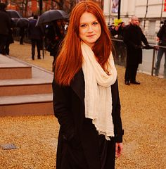 bonnie wright's hair!! The color i'm dying my hair!!