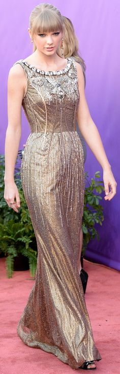 love the dress, not so much the styling Taylor Swift Hot, Taylor Swift Style, Taylor Taylor, Cool Outfits, Fashionable Outfits, Hollywood Celebrities, Celebrity Style, Artsy Photos, Celebs