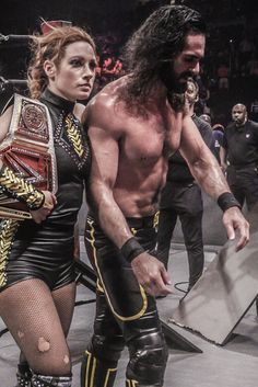 Seth Rollins & Becky Lynch After Getting Pinned By Brock Lesnar Wwe Seth Rollins, Seth Freakin Rollins, Becky Lynch, Naomi Wwe, Becky Wwe, Wwe Funny, Wwe Couples, Wwe Pictures, Rebecca Quin