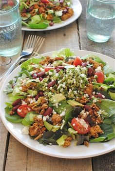 Loaded Turkey Tacos Salads, healthier version with sweet potato, turkey and beans. Healthy Tacos, Healthy Salads, Healthy Eating, Healthy Recipes, Delicious Recipes, Healthy Food, Tasty, Taco Salad Recipes, Mexican Food Recipes