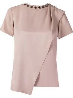 50 Fashion, Fashion Looks, Fashion Design, Moda Retro, Couture Details, Diy Shirt, Work Attire, Work Casual, Corsage