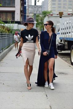 T shirt pink, fashion week paris, new york fashion week street style, Street Style Outfits, Mode Outfits, Fashion Outfits, Womens Fashion, Fashion Trends, Fashion Styles, Fashion Weeks, Sport Chic, Ss16