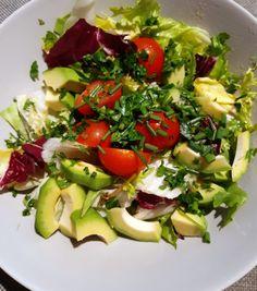 Sałatka z awokado - obniża cholesterol! - To musisz wiedzieć Cobb Salad, Lunch Box, Food, Healthy Salads, Salads, Essen, Bento Box, Meals, Yemek