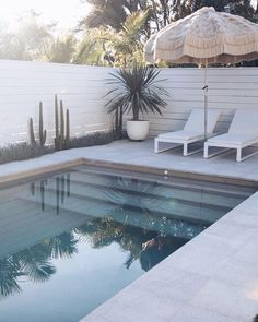 Swimming Pool Design Ideas is based on what can be done with the space in the backyard or garden. A backyard that is too big can be cramped; backyard big Beautiful Minimalist Swimming Pool Design Ideas In Backyard on Small Space on Budget Diy Swimming Pool, Swimming Pool Designs, Backyard Pool Designs, Patio Design, Backyard Ideas, Pool Backyard, Garden Design, Pool Fence, Outdoor Spaces
