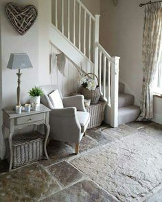 Fantastic Small Hallway Chairs On Stunning Small Home Decor Inspiration with Small Hallway Chairs Small Hallways, House Entrance, Small Entrance Halls, Entrance Ideas, Entry Hall, Style At Home, Home Decor Inspiration, Decor Ideas, Decorating Ideas