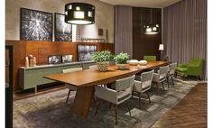 Para conferir sofisticação ao espaço foram utilizadas tonalidades de cinza nas cadeiras, além de madeira nas mesas de jantar e no painel que...