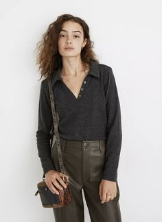 Black Button Up Shirt, Black Polo Shirt, Polo Shirt Outfit Women's, Chic Outfits, Fashion Outfits, Sweater Tank Top, Ribbed Fabric, Polished Look, Sweater Coats