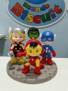 Superhero Theme Party, Superhero Cake, Fondant Cake Toppers, Fondant Figures, Avenger Cake, Baby Avengers, Tall Cakes, Kit Bebe, Fondant Decorations