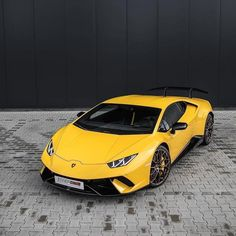 The Lamborghini Huracan was debuted at the 2014 Geneva Motor Show and went into production in the same year. The car Lamborghini's replacement to the Gallardo. The Huracan is available as a coupe and a spyder. Lamborghini Huracan, Sports Cars Lamborghini, Ferrari Car, Fastest Lamborghini, Fast Sports Cars, Super Sport Cars, Exotic Sports Cars, Fast Cars, Exotic Cars