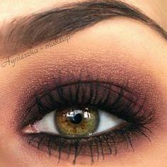 A Perfect Bronzed Smokey Eye Look To Compliment Hazel Eyes. Add … A perfect bronzed smokey eye look to compliment hazel eyes. Add … Eye Makeup eye makeup looks for hazel eyes Pretty Makeup, Love Makeup, Makeup Inspo, Makeup Inspiration, Makeup Tips, Makeup Looks, Plum Makeup, Makeup Ideas, Makeup Geek