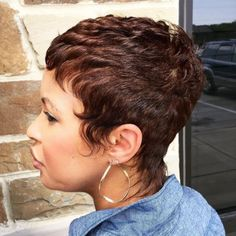 Popular Short Hairstyles for Black Women - 2019 Hairstyles - Hair Trends - Hair Colors Messy Bob Hairstyles, Popular Short Hairstyles, Short Hairstyles For Women, Pixie Haircuts, Hairdos, Short Grey Hair, Short Hair Cuts, Short Pixie, Pixie Cuts