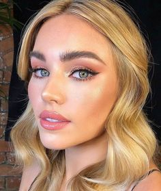 makeup for blue eyes blonde hair Buttery blonde hair tone and blue eyes Bridal Makeup Looks, Wedding Hair And Makeup, Pretty Makeup, Bridal Makeup For Blue Eyes Blonde Hair, Blonde Makeup, Summer Makeup Looks, Bridal Beauty, Hair Wedding, Gorgeous Makeup