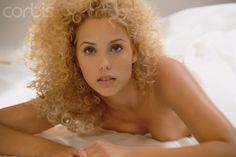 ELIZABETH BERKLEY curly hair - Поиск в Google