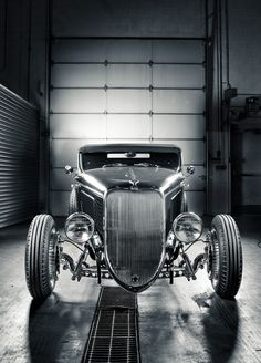 A Ford Hot Rod looking very mean! @ZenderFord | repinned by www.BlickeDeeler.de