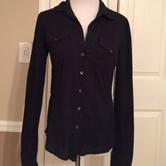 JAMES PERSE TOP James Perse button up cotton blouse. Soft ribbed cotton panels on the sides make this super comfortable. James Perse Tops Button Down Shirts