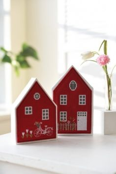 Diy Christmas Crafts To Sell, Easy Valentine Crafts, Diy Home Crafts, Christmas Diy, Small Wooden House, Wooden Houses, House Painting, Diy Painting, Chalkboard Paint Crafts