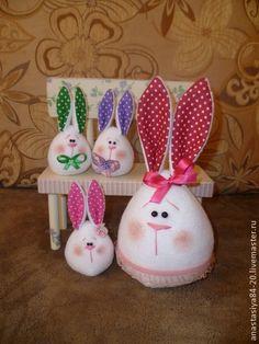 Esse coelho me deu a ideia de adapta-lo para um cobre bolo... acho que ficaria lindoo