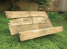 DIY pallet bench - I could see this as a casual bench around a campfire. (for Jon - for your backyard campfire pit area?)