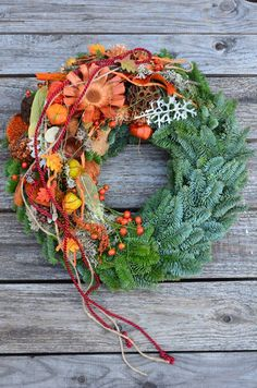 18 Astonishing Christmas Home Design to Fun up Your Home Holly Wreath, Fall Wreaths, Door Wreaths, Christmas Wreaths, Funeral Flower Arrangements, Funeral Flowers, Advent Wreath, Sympathy Flowers, Unique Flowers