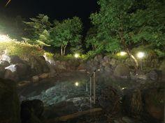 静かな夜の露天風呂。