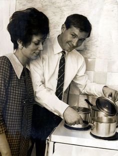 Ferguson and wife Cathy pose in the kitchen during his Glasgow Rangers playing days
