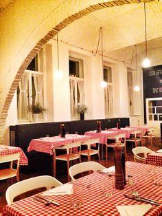 Dinner & Vino at at an Italian Restaurant - Peperoncino #Prague - #KristyRecommends - www.urbankristy.com