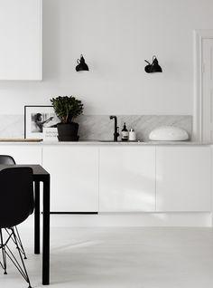 15 favorite black wall light fixtures