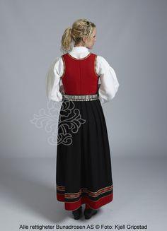 Vestfold 1956-modell med sort stakk. Faroe Islands, Norway, Sweden, Costumes, Scale Model, Photo Illustration, Dress Up Clothes, Costume, Swimwear