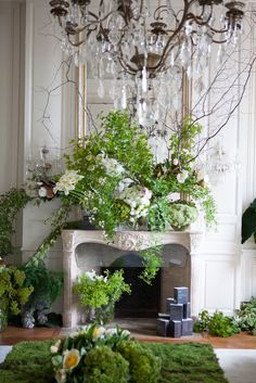 House Beautiful - Ornate Fireplace Mantle floral design of all green foliage and white flowers. via:groundcovers Becca Stadtlander Architectural Digest Deco Floral, Floral Design, Design Design, White Flowers, Beautiful Flowers, Parisian Apartment, Green Rooms, Vintage Stil, Flower Designs