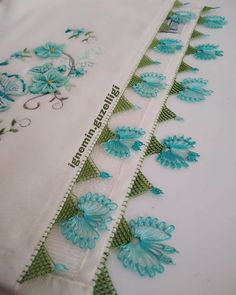 Needle Lace, Diy And Crafts, Quilts, Blanket, Instagram, Linen Tablecloth, Dish Towels, Towels, Needlepoint
