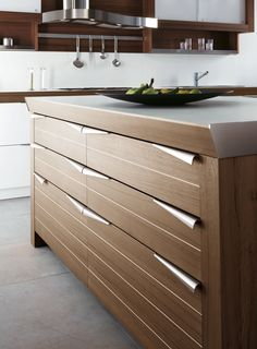 Snaidero #Cucine #Kitchen.  Time, Lucci & Orlandini Design. Slatted door created by means of a special working process of the surface that  gives the product a strong horizontal orientation thanks to its characteristic 9-cm slat, Snaidero modularity is perfectly conserved