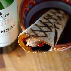 Pour ceux et celles qui cherchent des recettes aromatiques façon Chartier, mais sans gluten, et pouvant s'harmoniser avec les vins rouges de bordeaux, en voici une! #recettes #recette #fridayrecipe #chartier #recettesaromatiques #vendredirecette #recetteduvendredi 200 Calories, Tortillas Sans Gluten, Voici, Bordeaux, Wraps, Ethnic Recipes, Food, Red Wines, Roasted Red Peppers