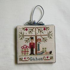 Under the Tree (Christmas Ornament), Little House Needleworks. Joskaria.