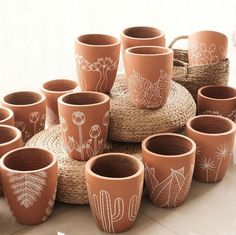 Rock Crafts, Arts And Crafts, Diy Crafts, Clay Art Projects, Diy Projects To Try, Terracotta Plant Pots, Painted Clay Pots, Pottery Gifts, House Plants Decor