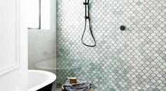Tegen de regels in in de badkamer - Roomed Move Over, Backsplash, Architecture Design, Tiles, New Homes, Bathtub, Mermaid, Home Decor, Indie