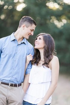 Oak glen rustic outdoor engagement photographer cute outdoor poses for engagement photoshoot session in sunset lighting with homestead wedding venue bride and groom wedding engaged couple portraits field photos pink roses couple kissing outside
