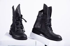 Summer Boots, Winter Boots, Unique Boots, Casual Boots, Types Of Shoes, Leather Ankle Boots, Leather Fashion, Black Boots, All Black Sneakers