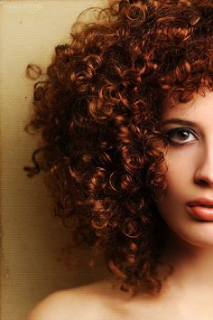 love this red curly hair