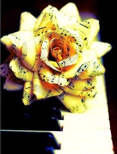 "** site does not work** idea for oragami flower made of music notes for julie or mom's piano studio- I'm sure I could find another pattern for origami. Would be beautiful in a vase with a few ""musical roses""! Vintage Sheet Music, Vintage Sheets, Vintage Maps, Vintage Roses, Sheet Music Crafts, Music Paper, Sheet Music Art, Do It Yourself Inspiration, Alternative Bouquet"