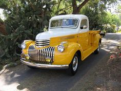 trucks chevy old Vintage Pickup Trucks, Classic Pickup Trucks, Chevy Pickup Trucks, Antique Trucks, Ford Classic Cars, Gm Trucks, Chevrolet Trucks, Cool Trucks, Antique Cars