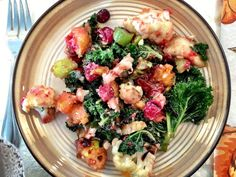 Holiday kale salad (Kale With Love) Healthy Eating Recipes, Raw Food Recipes, New Recipes, Vegetarian Recipes, Favorite Recipes, Calabaza Squash Recipe, Kale Salad, Soup And Salad, Sauteed Kale