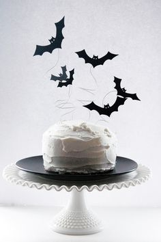 how to make a spooky wire bat cake topper